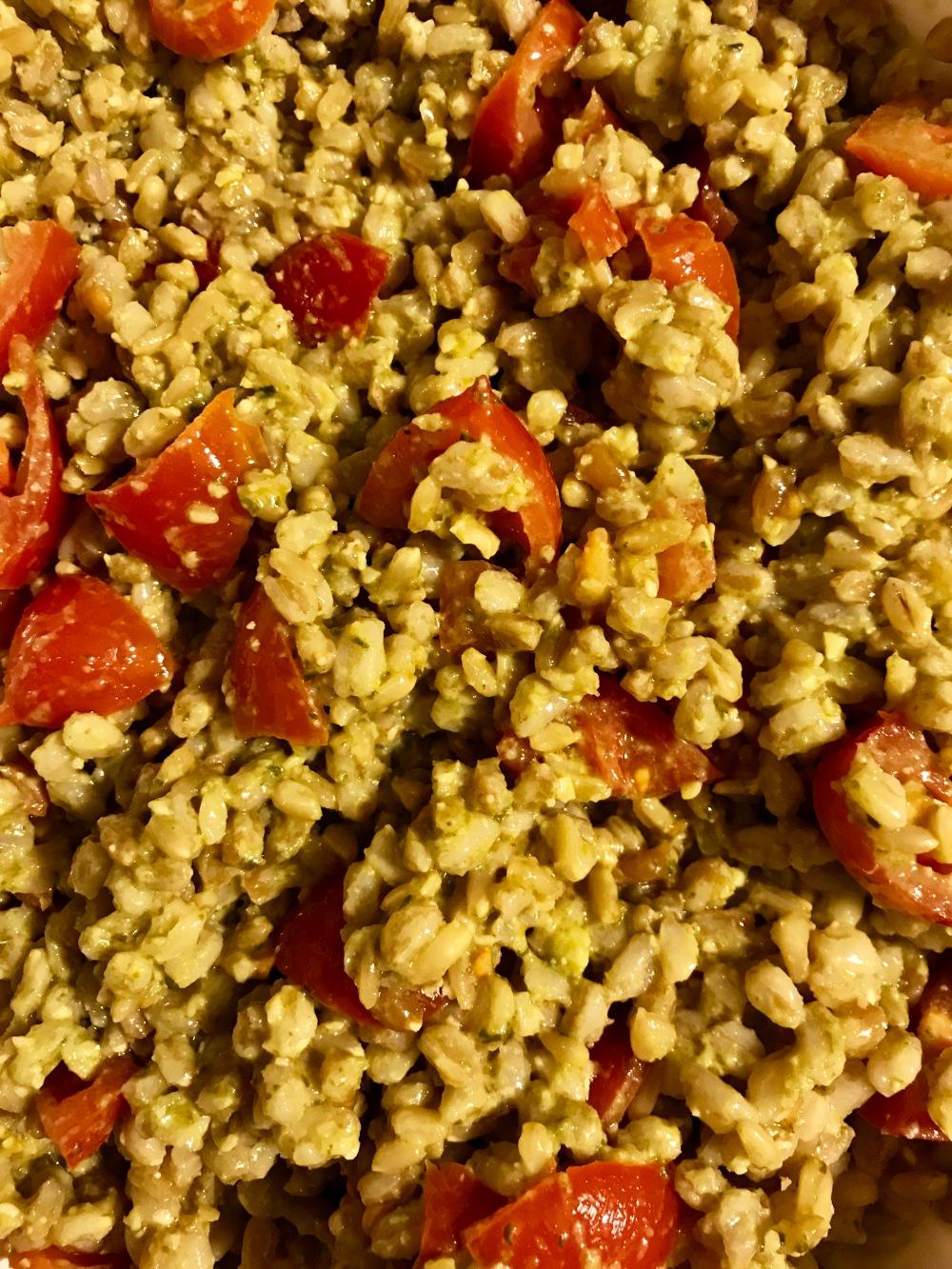 Come preparare l'insalata di farro con i pomodorini