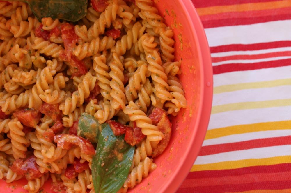 Ricetta pasta fredda con pomodorini parmigiano e basilico